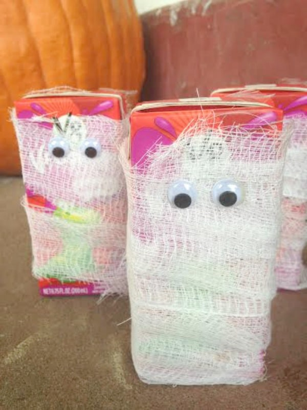 These mummy juice boxes are a fun easy kids drink to make for Halloween parties.