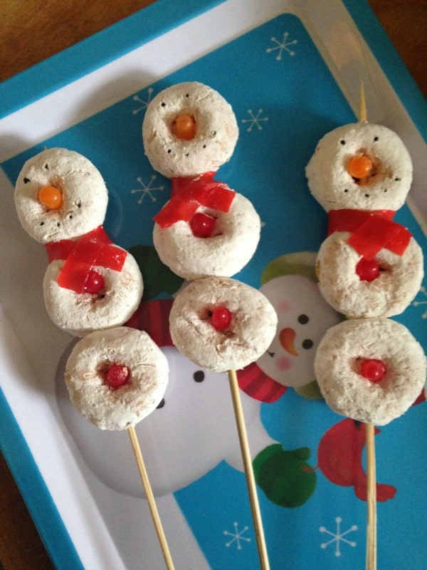 Fun snowman on a stick to make for your kids for the holidays. One of my favorite easy Christmas recipes.