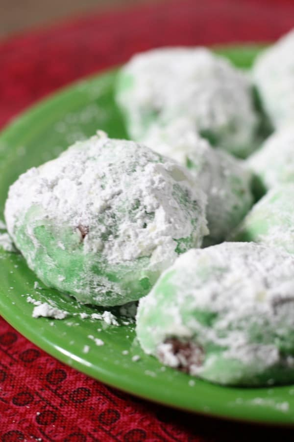 Easy chocolate chip mint snowball cookie recipe. Great Christmas cookie idea for holiday cookie exchanges.