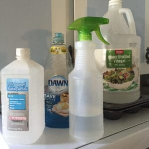 DIY daily shower spray for cleaning the bathroom bathtub and shower.