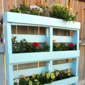 Two Diy Recycled Pallet Planters Creative Homemaking