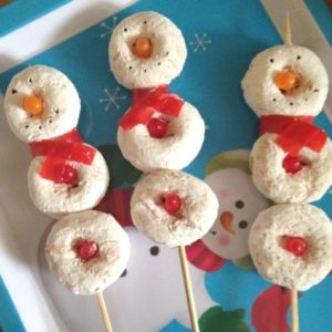Have your elf on the shelf surprise your kids with these snowmen on a stick for breakfast.