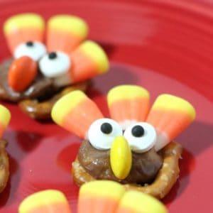 Easy turkey pretzel bites to make as a treat for Thanksgiving.