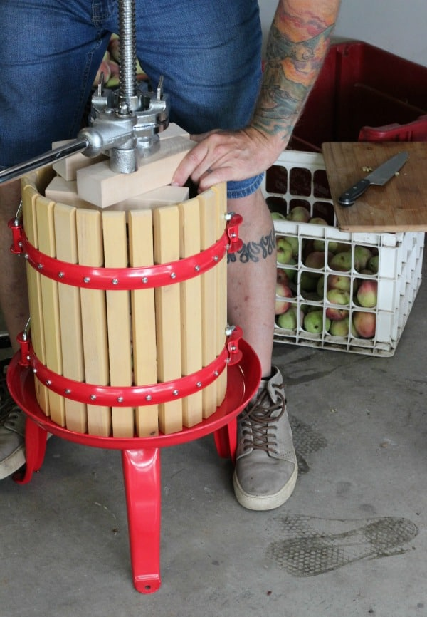 How to make cider with an apple cider press. Fun fall activity for the entire family, start a new yearly tradition your family will enjoy for generations.