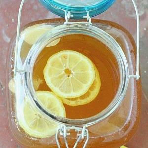 Easy lemon ginger kombucha recipe. How to make lemon ginger kombucha and its many benefits.