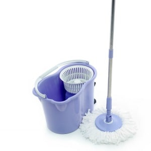 Reviews of the BEST spin mops for cleaning your kitchen floors.